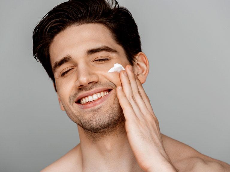 اهمیت استفاده از کرم ضد چروک برای مردان