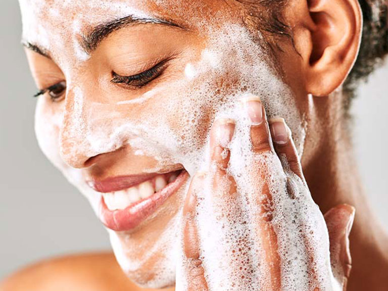 مراقبت از پوست با پاکسازی پوست
