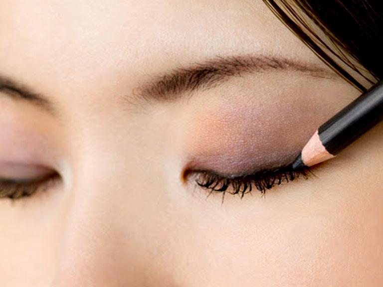 آرایش چشم اسموکی با مداد