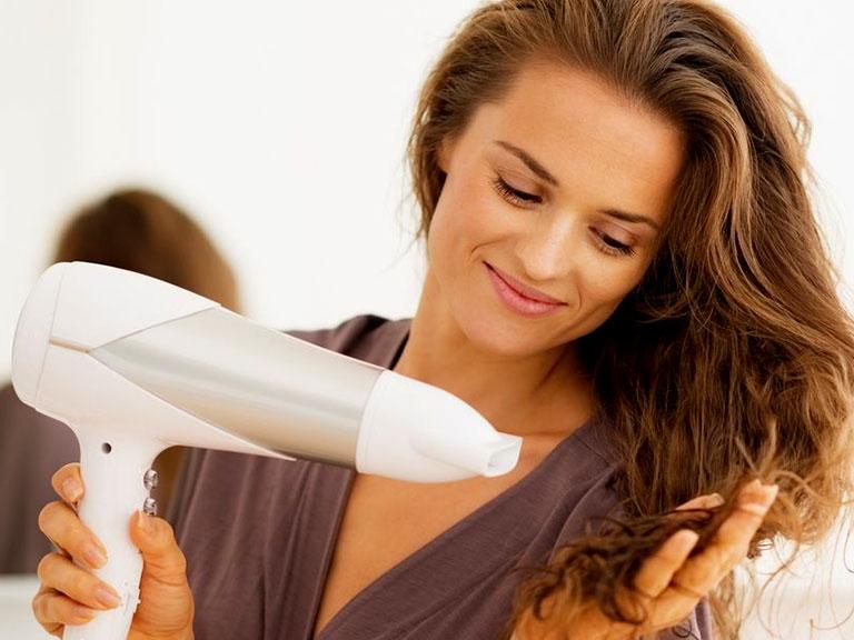 سشوار کشیدن مو