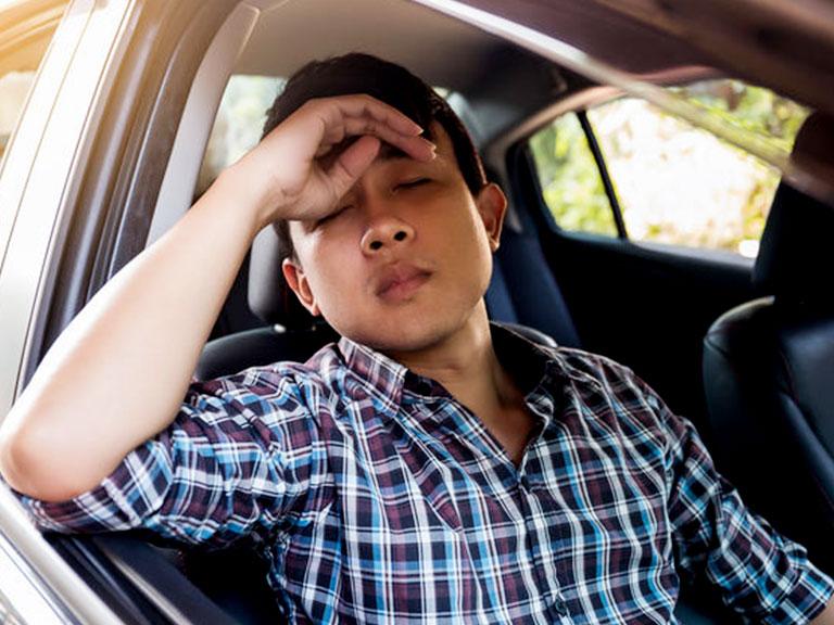 درمان ماشین زدگی با بستن چشم ها