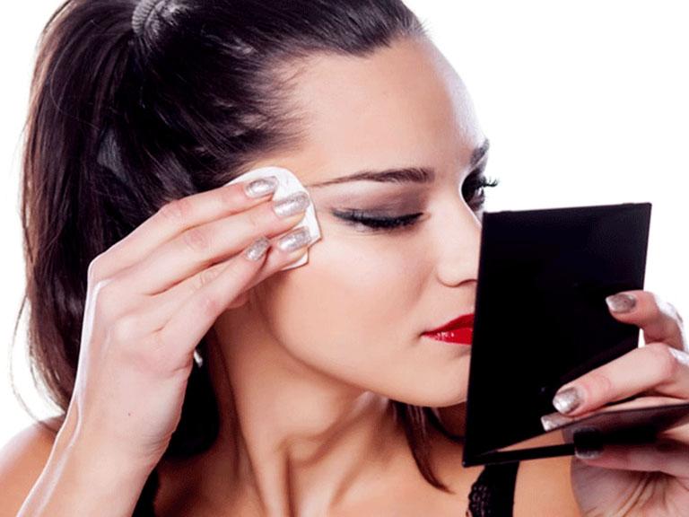 استفاده از پاک کننده آرایشی